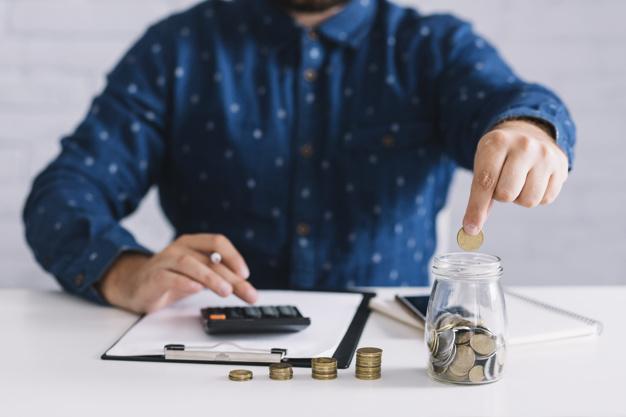 Wypłata i zabranie pieniędzy przez partnera albo partnerkę po śmierci ojca albo matki